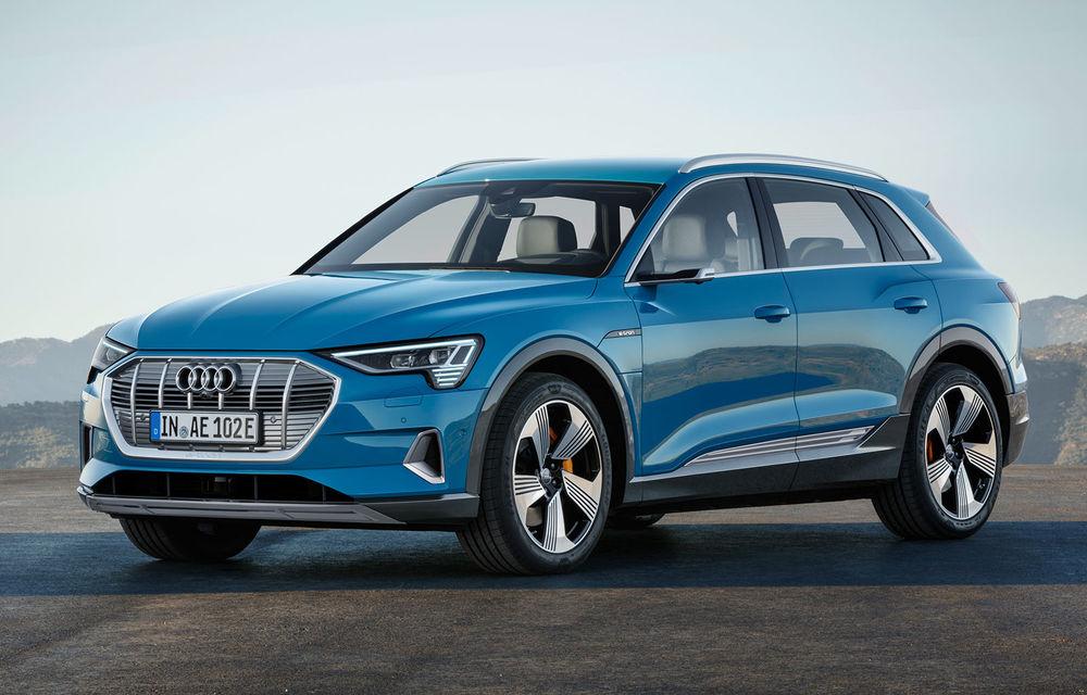 Video. Audi îmbunătățește farurile Digital Matrix LED pentru e-tron: SUV-ul electric proiectează animații luminoase - Poza 1