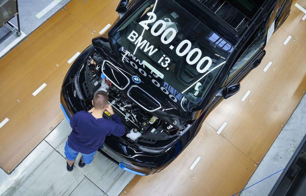 BMW i3 a atins o producție de 200.000 de exemplare: modelul electric a intrat pe liniile de asamblare în 2013 - Poza 1