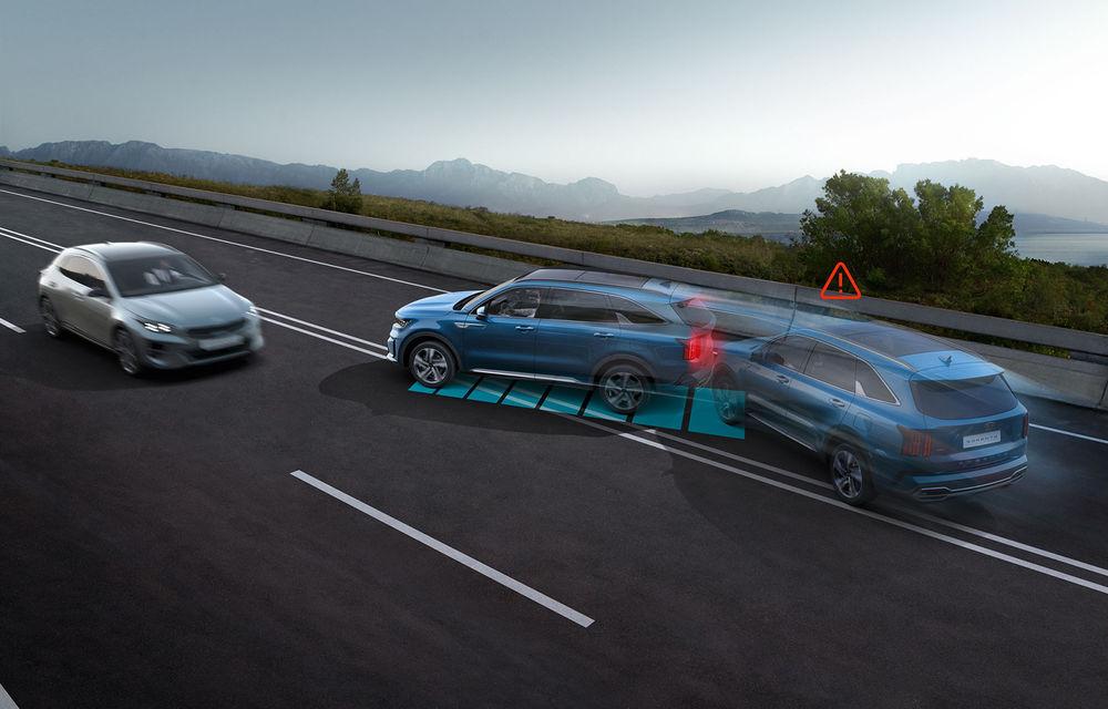 Actuala generație Kia Sorento va fi echipată standard cu noul sistem Multi-Collision Braking: tehnologia ajută la prevenirea coliziunilor secundare - Poza 1