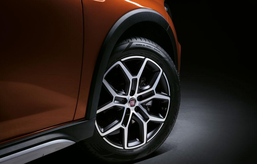 Primele imagini cu Fiat Tipo facelift: compacta primește modificări de design, motoare noi și versiune Cross - Poza 10