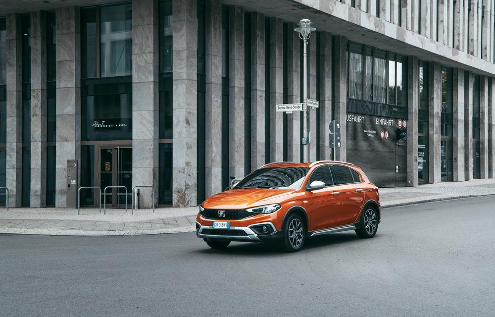 Primele imagini cu Fiat Tipo facelift: compacta primește modificări de design, motoare noi și versiune Cross - Poza 7