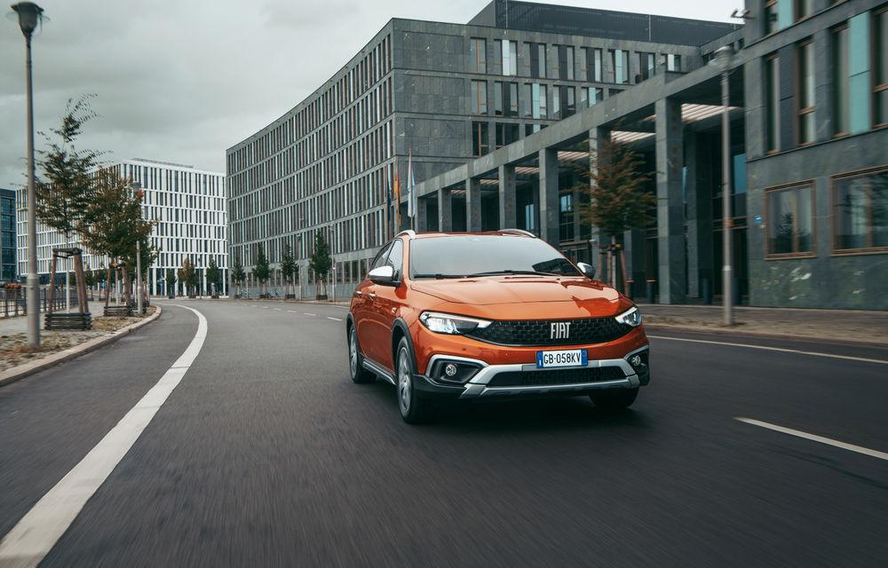 Primele imagini cu Fiat Tipo facelift: compacta primește modificări de design, motoare noi și versiune Cross - Poza 3
