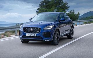 Jaguar a prezentat E-Pace facelift: mici modificări la nivel estetic, un nou ecran central curbat cu diagonala de 11.4 inch și variantă plug-in hybrid