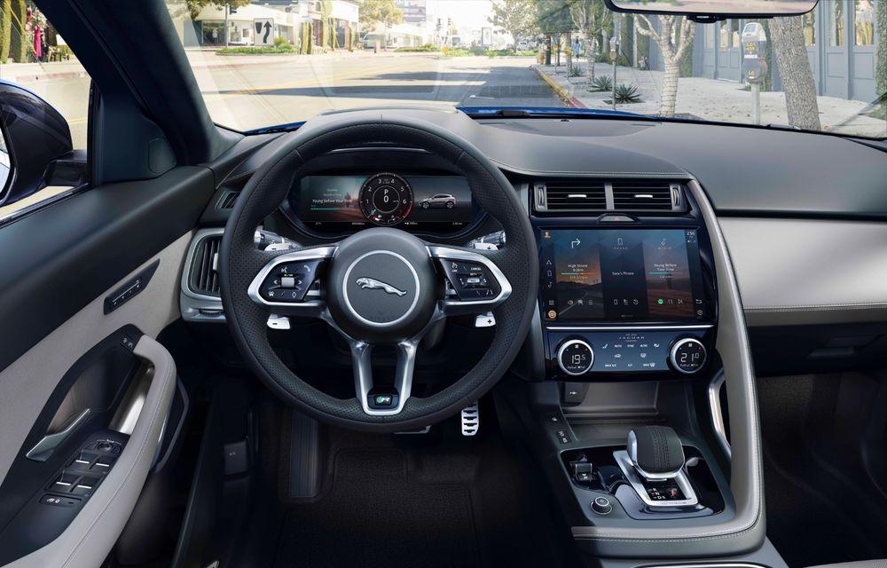 Jaguar a prezentat E-Pace facelift: mici modificări la nivel estetic, un nou ecran central curbat cu diagonala de 11.4 inch și variantă plug-in hybrid - Poza 3
