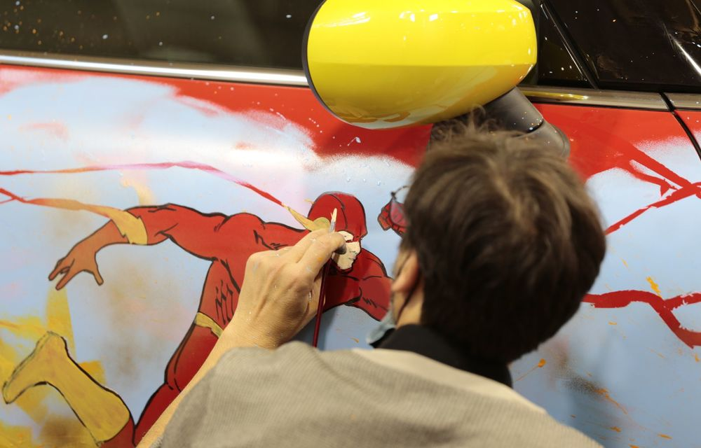 Art Car dezvoltat pe baza actualului Mini electric: modelul britanic îmbracă hainele supereroului The Flash - Poza 5