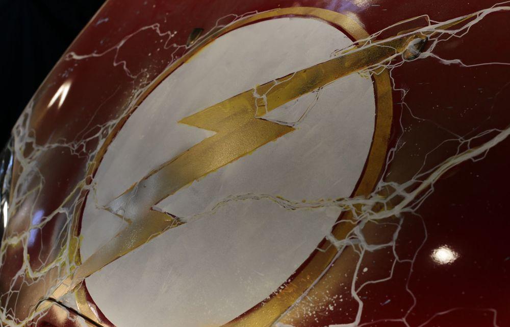 Art Car dezvoltat pe baza actualului Mini electric: modelul britanic îmbracă hainele supereroului The Flash - Poza 23