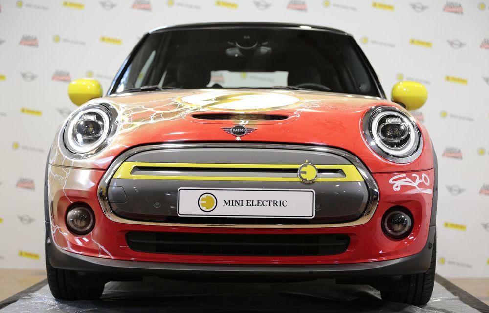 Art Car dezvoltat pe baza actualului Mini electric: modelul britanic îmbracă hainele supereroului The Flash - Poza 26