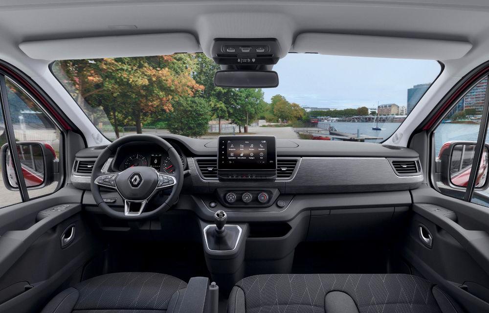 Primele imagini cu Renault Trafic facelift: noua gamă pentru transportul de pasageri primește modificări de design și motoare diesel de până la 170 CP - Poza 3