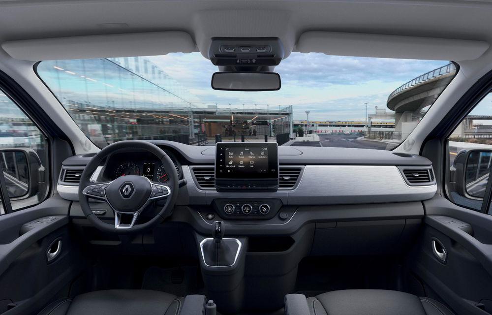 Primele imagini cu Renault Trafic facelift: noua gamă pentru transportul de pasageri primește modificări de design și motoare diesel de până la 170 CP - Poza 4
