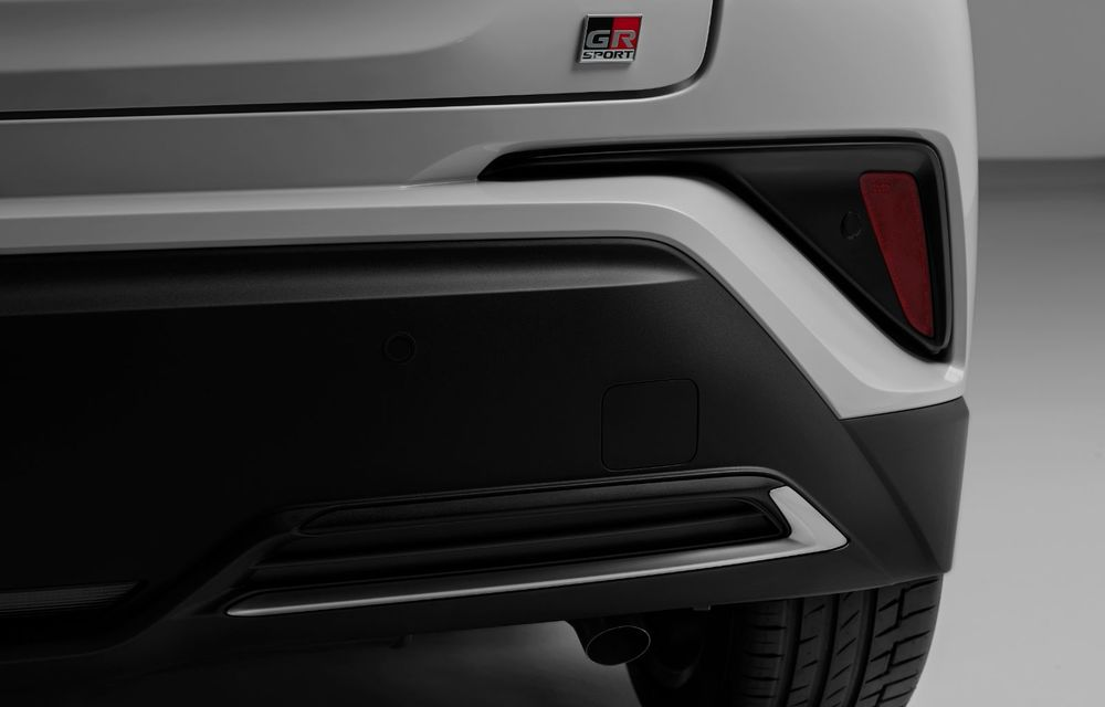 Versiunea Toyota C-HR GR Sport este disponibilă și în Europa: niponii condimentează SUV-ul cu accesorii sport - Poza 18