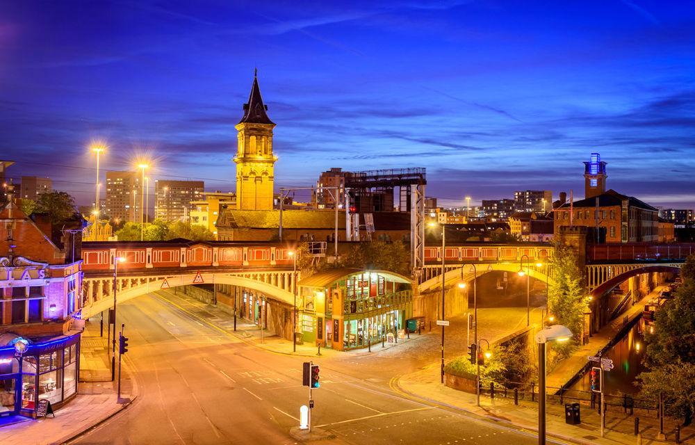 Orașul Manchester introduce intersecții cu semafoare controlate prin inteligență artificială: bicicliștii și pietoni, favorizați în detrimentul mașinilor - Poza 1