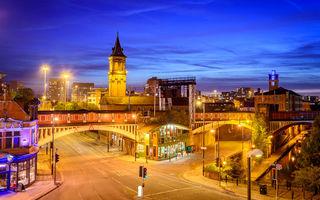 Orașul Manchester introduce intersecții cu semafoare controlate prin inteligență artificială: bicicliștii și pietoni, favorizați în detrimentul mașinilor