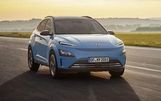 Hyundai Kona Electric primește un facelift: noutăți estetice, două ecrane de 10.25 inch la interior și sisteme de asistență îmbunătățite