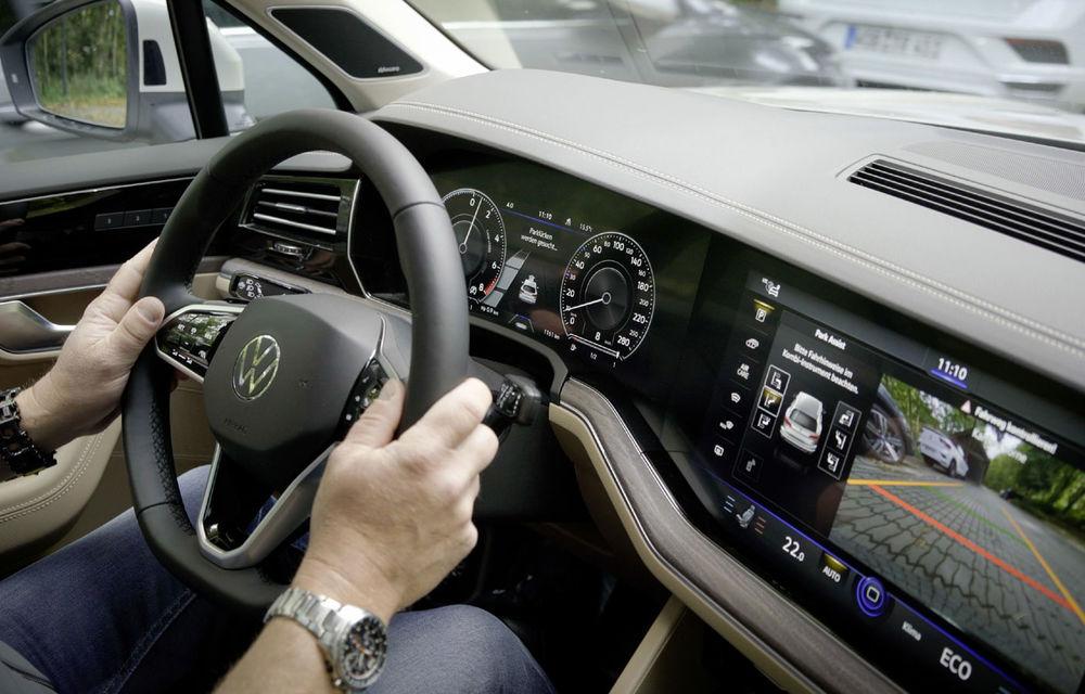 Volkswagen introduce parcarea autonomă pentru Touareg: funcția, disponibilă printr-o aplicație de smartphone - Poza 7