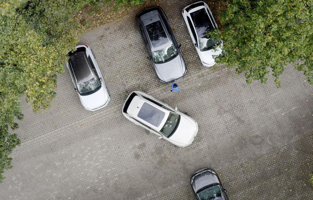 Volkswagen introduce parcarea autonomă pentru Touareg: funcția, disponibilă printr-o aplicație de smartphone - Poza 2
