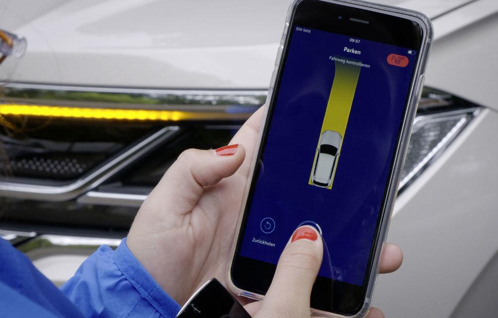 Volkswagen introduce parcarea autonomă pentru Touareg: funcția, disponibilă printr-o aplicație de smartphone - Poza 6