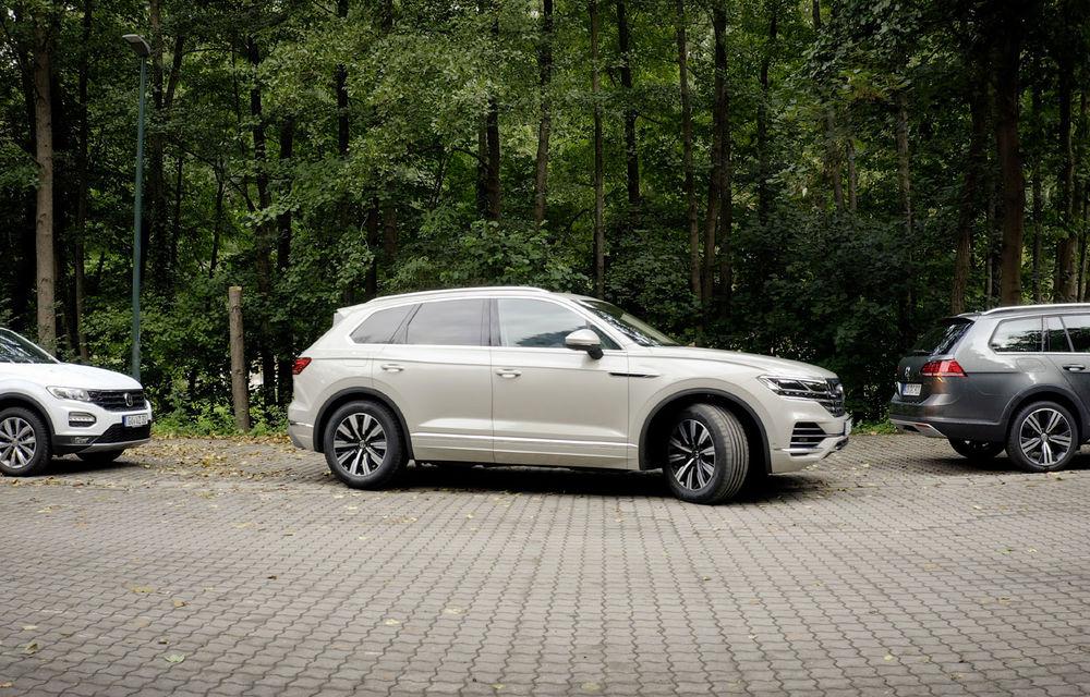 Volkswagen introduce parcarea autonomă pentru Touareg: funcția, disponibilă printr-o aplicație de smartphone - Poza 1