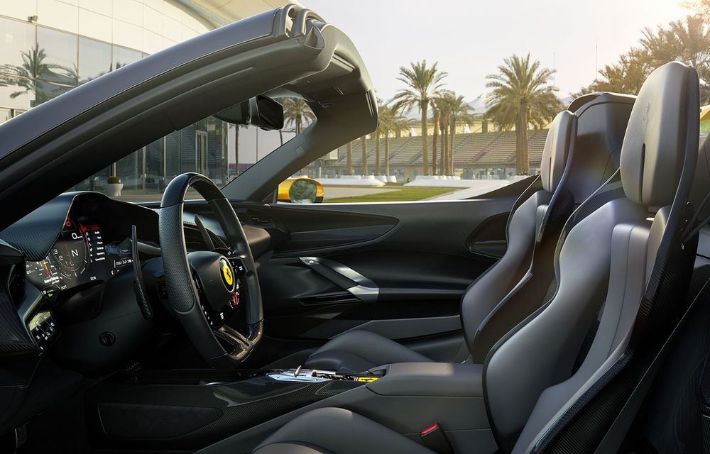 Ferrari a prezentat noul SF90 Spider: plafon hard top care poate fi coborât în 14 secunde și sistem plug-in hybrid de propulsie cu 1.000 CP - Poza 11