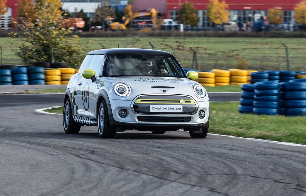 Întâlnire pe circuit cu Mini Electric Racing: modelul de competiție este dezvoltat 100% în România - Poza 37