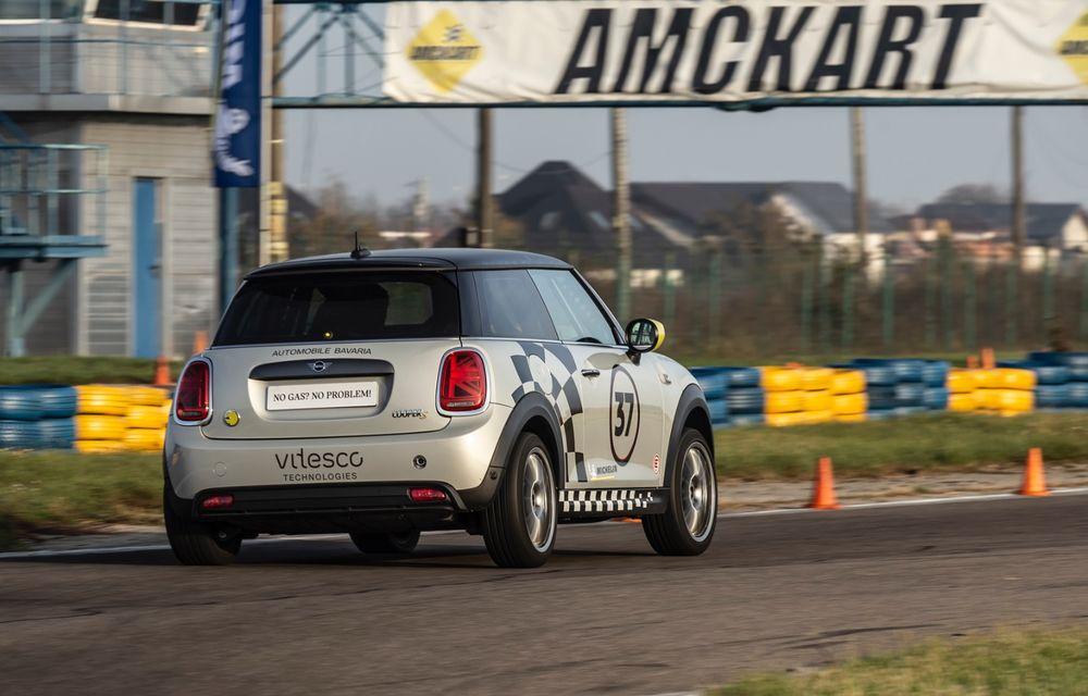 Întâlnire pe circuit cu Mini Electric Racing: modelul de competiție este dezvoltat 100% în România - Poza 45
