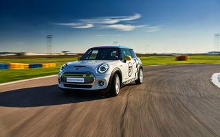 Întâlnire pe circuit cu Mini Electric Racing: modelul de competiție este dezvoltat 100% în România