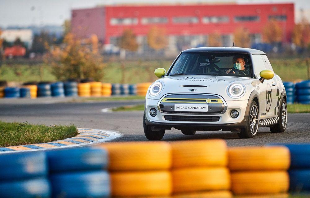 Întâlnire pe circuit cu Mini Electric Racing: modelul de competiție este dezvoltat 100% în România - Poza 20
