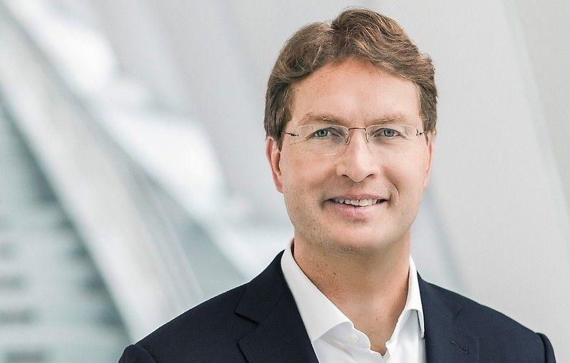 """Daimler va deveni o """"companie mai mică"""" în 5 ani: mai puține motorizări tradiționale și mai multe investiții în software și mașini electrice - Poza 1"""