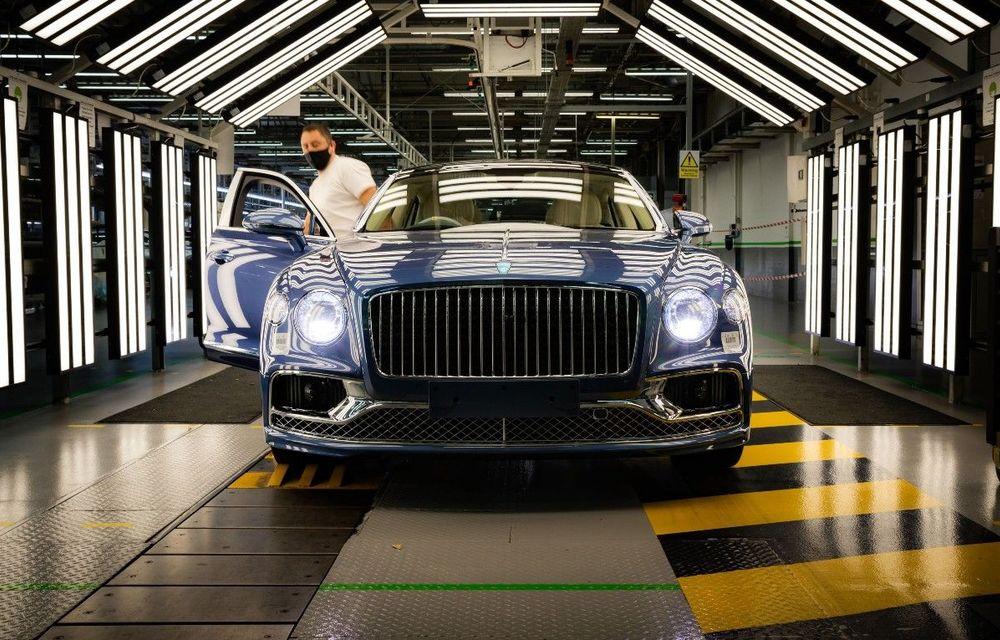 Bentley a pornit producția lui Flying Spur V8: primele exemplare au plecat deja către clienți - Poza 1