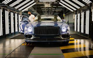 Bentley a pornit producția lui Flying Spur V8: primele exemplare au plecat deja către clienți