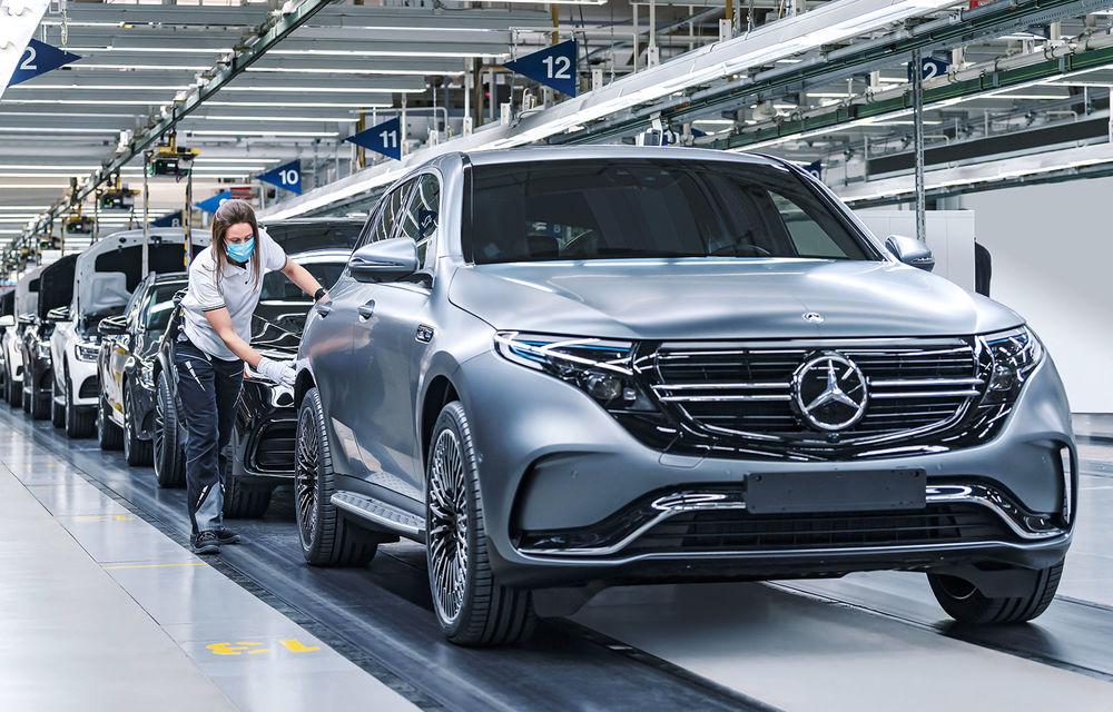 Mercedes-Benz introduce încărcare AC la 11 kW pentru SUV-ul electric EQC: echipamentul va fi disponibil standard - Poza 1