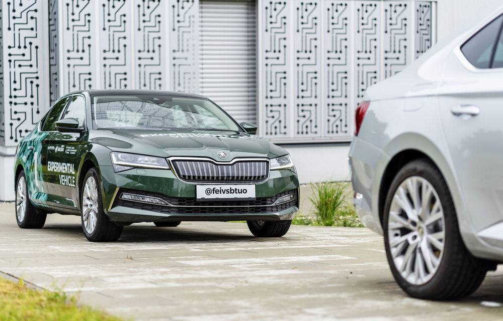 """Skoda testează noi sisteme avansate: o mașină autonomă """"copiază"""" comportamentul în trafic al unei mașini cu șofer uman - Poza 2"""