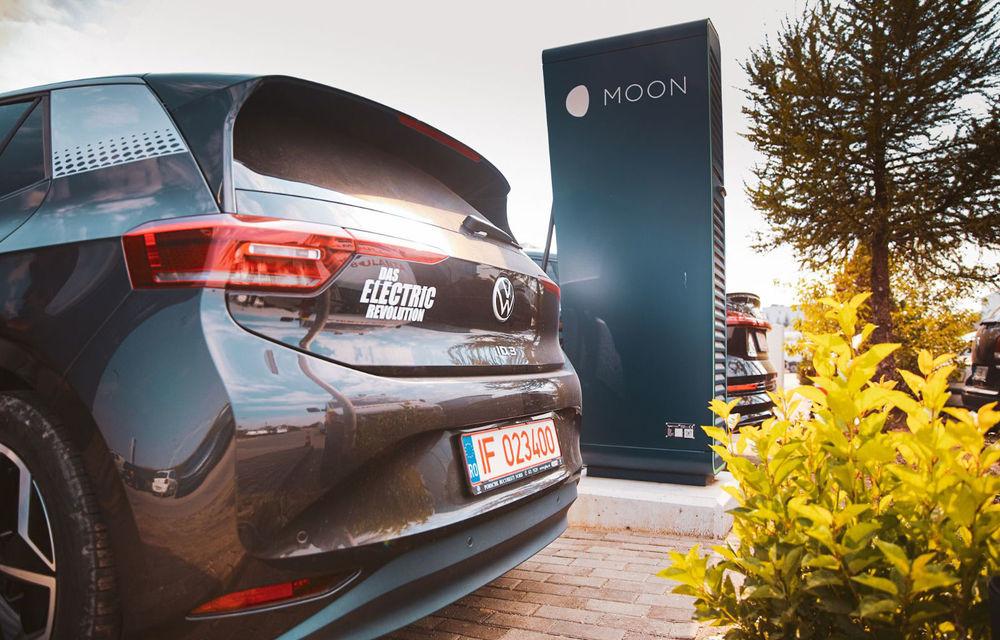 Parteneriat între Volkswagen și Renovatio pentru încărcarea mașinilor electrice: rețelele de stații e-charge și Moon devin compatibile - Poza 1