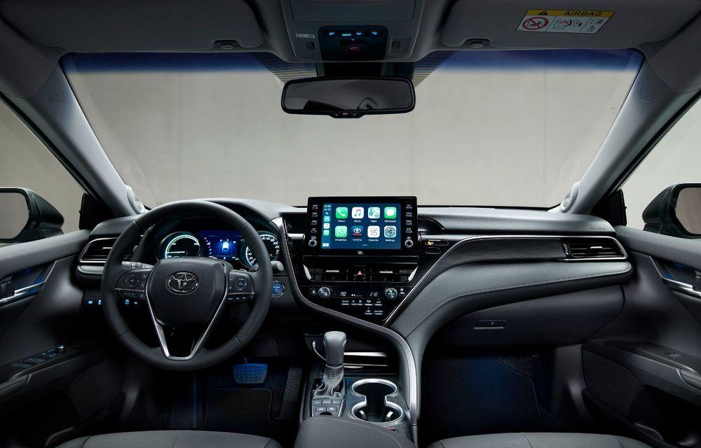 Toyota a prezentat Camry Hybrid facelift: mici noutăți estetice și tehnologii de siguranță îmbunătățite - Poza 3