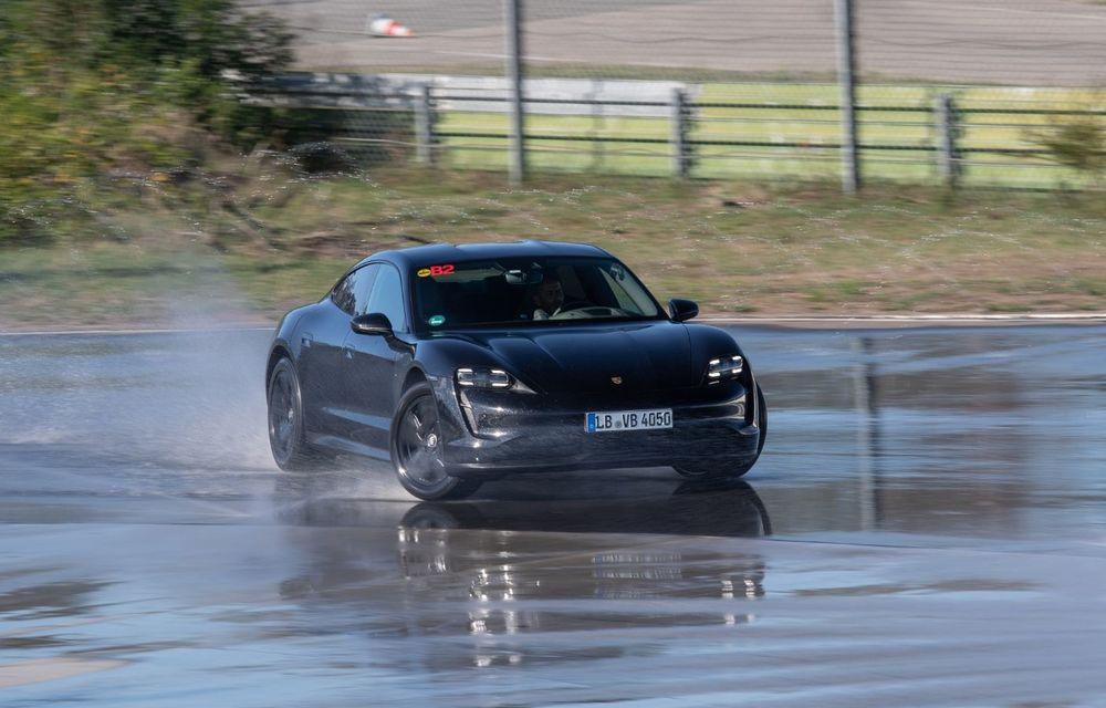 Porsche Taycan stabilește un record Guinness: cel mai lung derapaj controlat realizat de un model electric - Poza 19