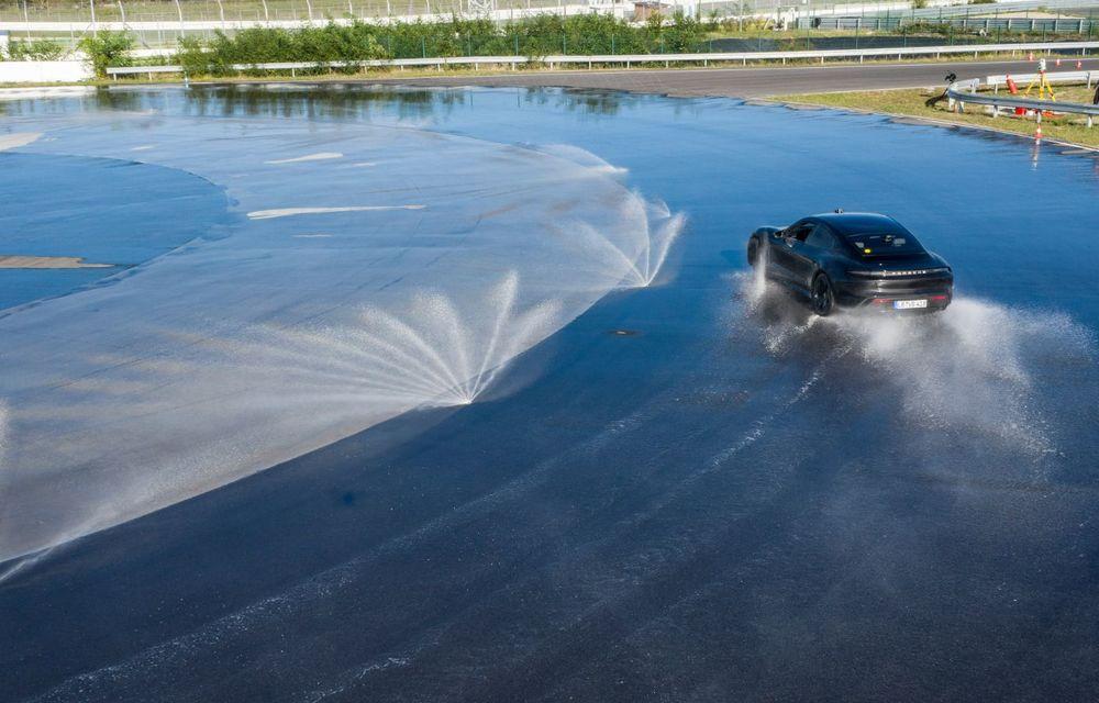Porsche Taycan stabilește un record Guinness: cel mai lung derapaj controlat realizat de un model electric - Poza 3