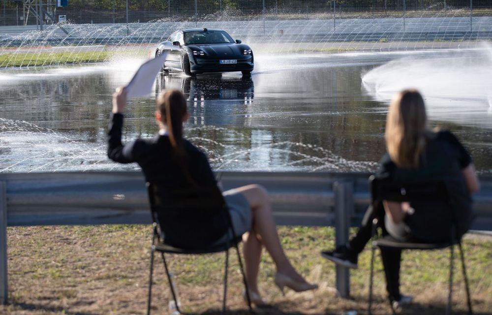 Porsche Taycan stabilește un record Guinness: cel mai lung derapaj controlat realizat de un model electric - Poza 8