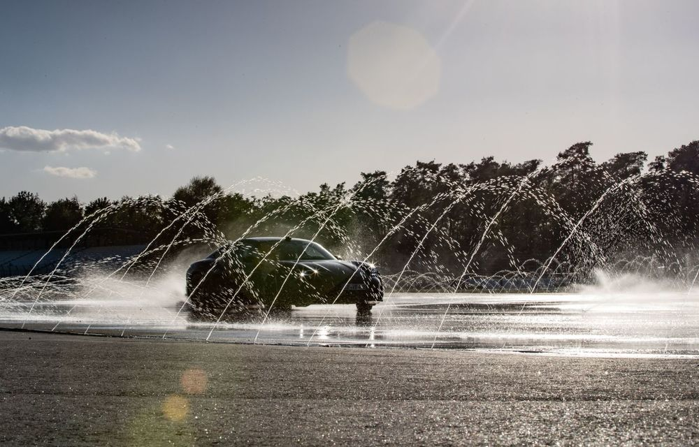 Porsche Taycan stabilește un record Guinness: cel mai lung derapaj controlat realizat de un model electric - Poza 4