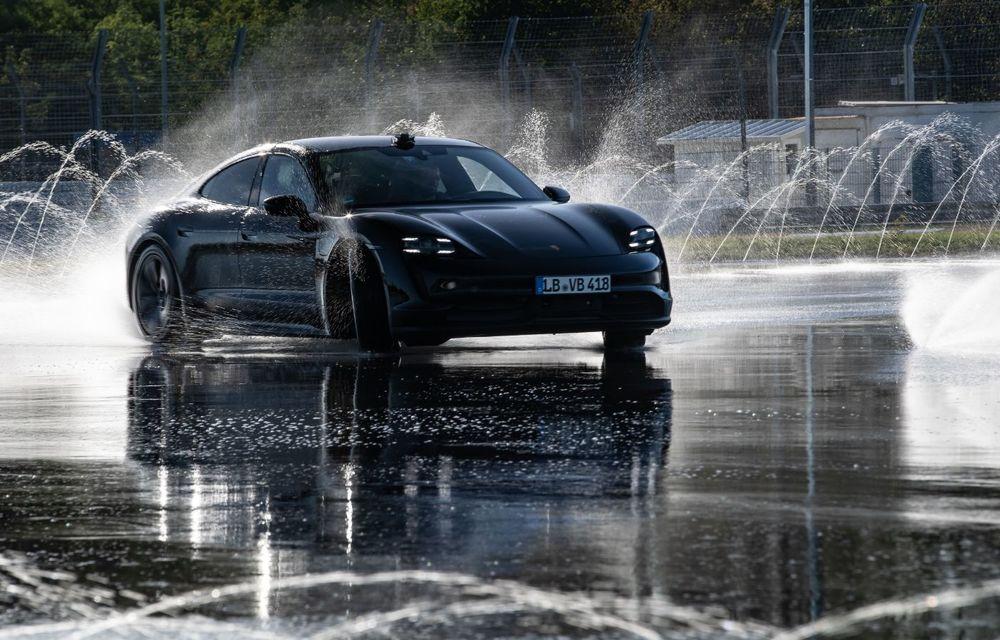 Porsche Taycan stabilește un record Guinness: cel mai lung derapaj controlat realizat de un model electric - Poza 10