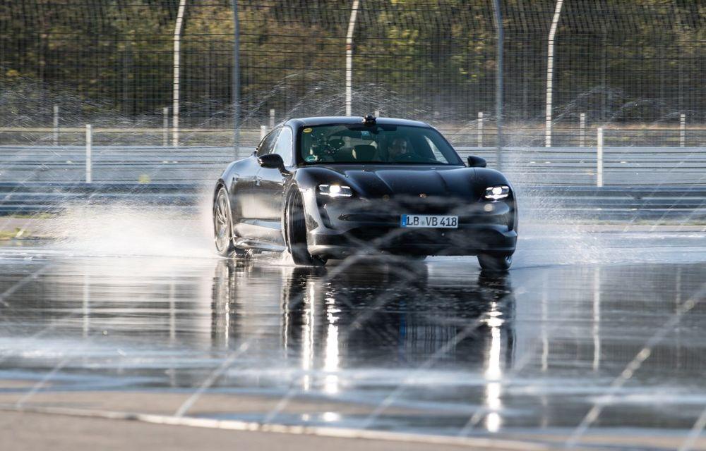 Porsche Taycan stabilește un record Guinness: cel mai lung derapaj controlat realizat de un model electric - Poza 6