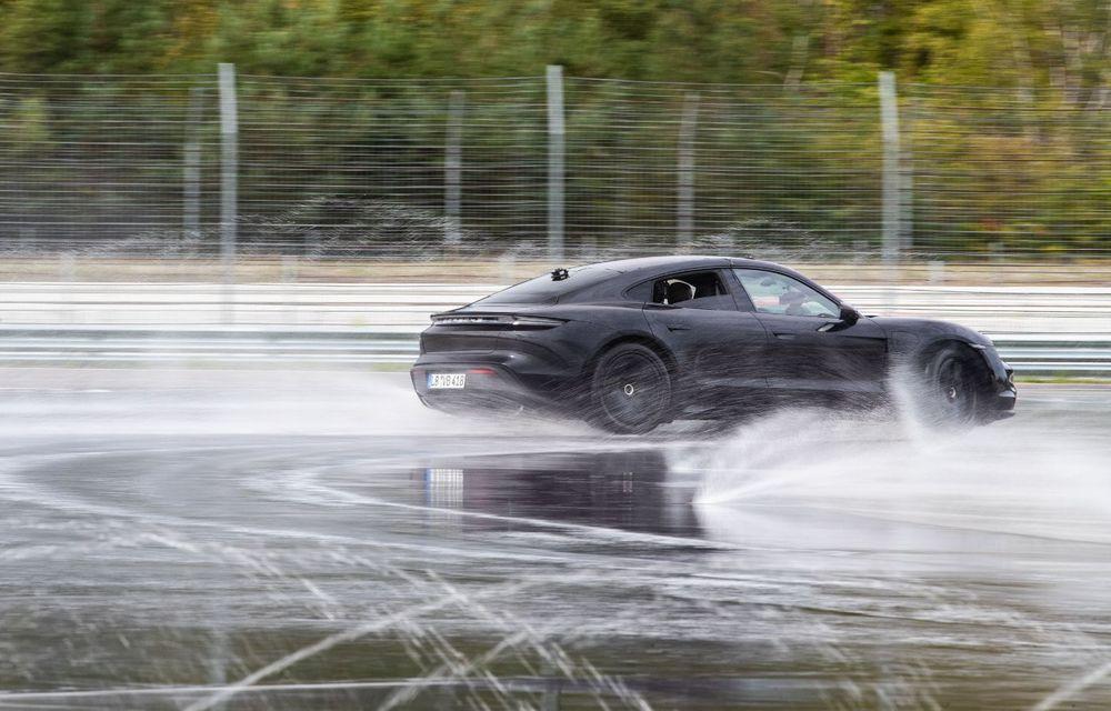 Porsche Taycan stabilește un record Guinness: cel mai lung derapaj controlat realizat de un model electric - Poza 14