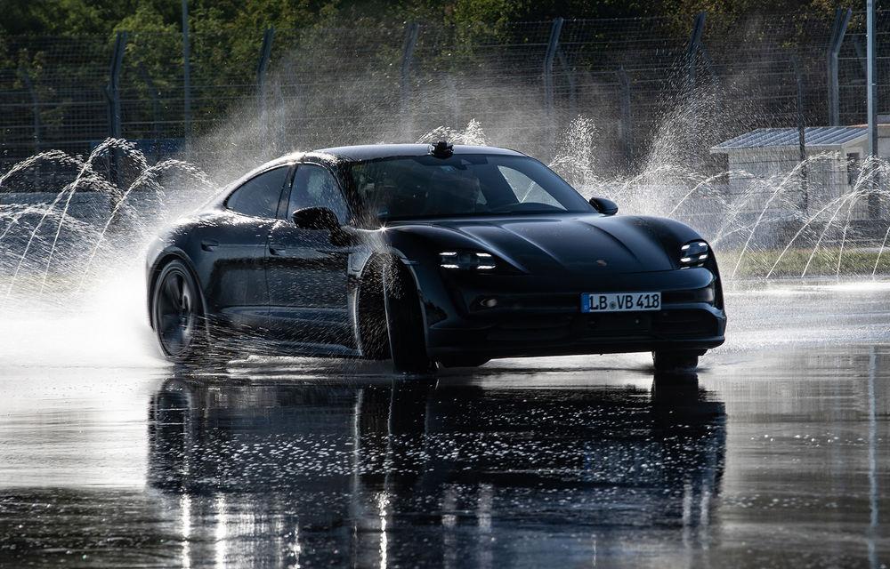Porsche Taycan stabilește un record Guinness: cel mai lung derapaj controlat realizat de un model electric - Poza 1