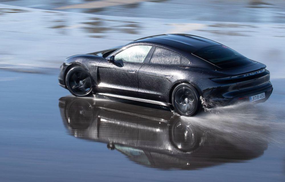 Porsche Taycan stabilește un record Guinness: cel mai lung derapaj controlat realizat de un model electric - Poza 21