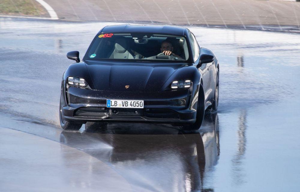 Porsche Taycan stabilește un record Guinness: cel mai lung derapaj controlat realizat de un model electric - Poza 20