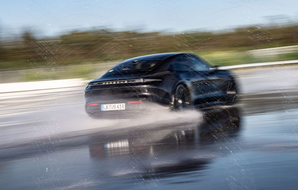 Porsche Taycan stabilește un record Guinness: cel mai lung derapaj controlat realizat de un model electric - Poza 12