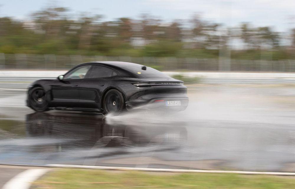 Porsche Taycan stabilește un record Guinness: cel mai lung derapaj controlat realizat de un model electric - Poza 25