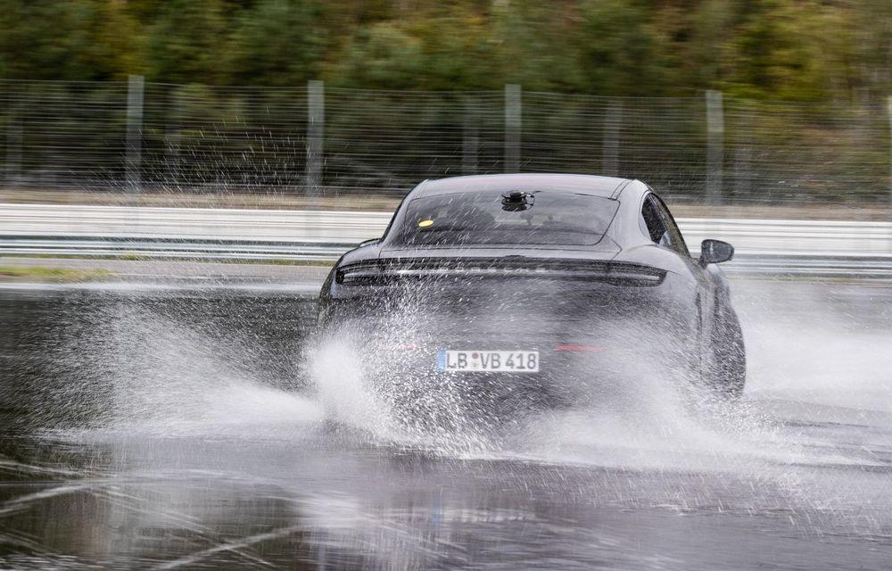 Porsche Taycan stabilește un record Guinness: cel mai lung derapaj controlat realizat de un model electric - Poza 23