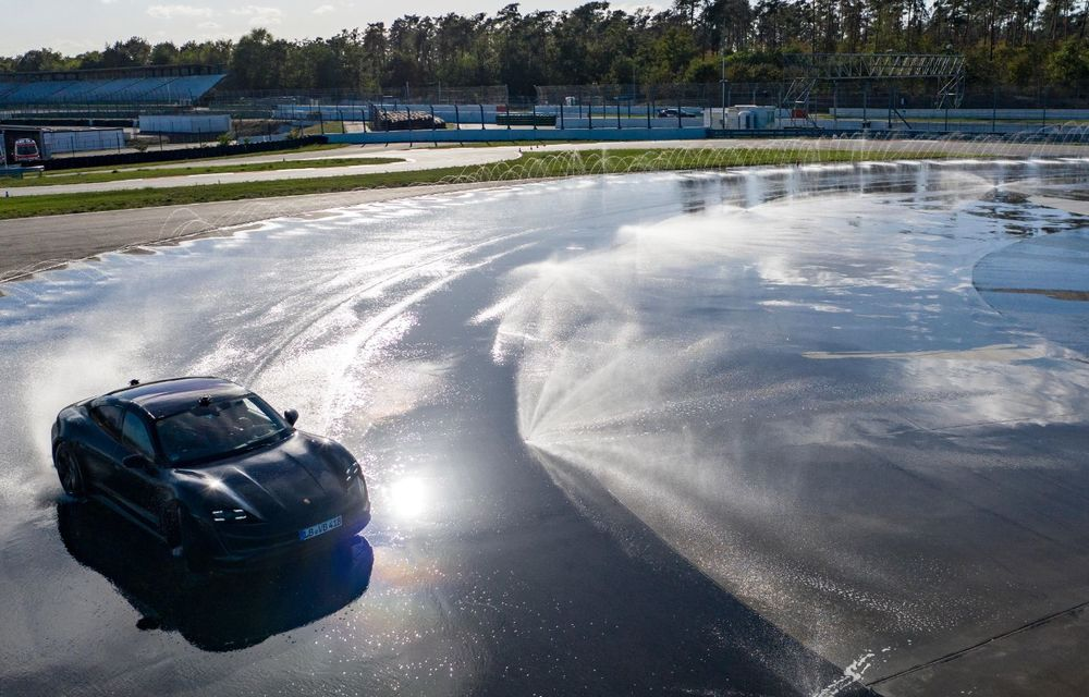 Porsche Taycan stabilește un record Guinness: cel mai lung derapaj controlat realizat de un model electric - Poza 28