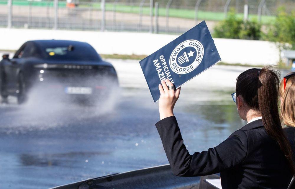 Porsche Taycan stabilește un record Guinness: cel mai lung derapaj controlat realizat de un model electric - Poza 2