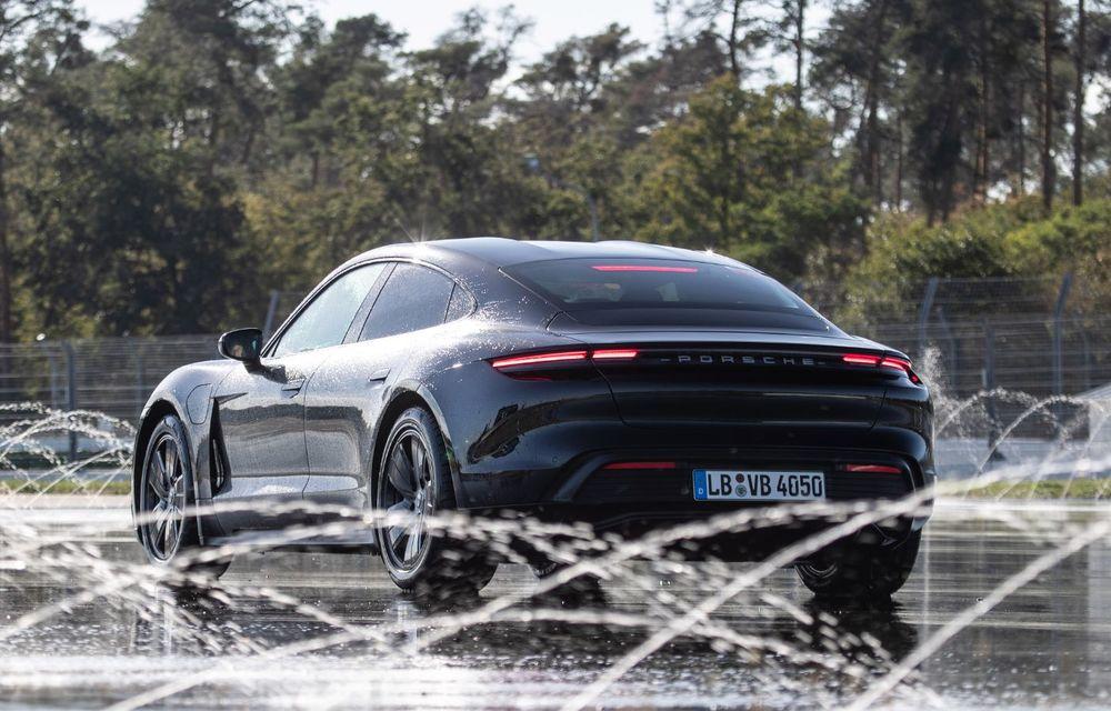 Porsche Taycan stabilește un record Guinness: cel mai lung derapaj controlat realizat de un model electric - Poza 17