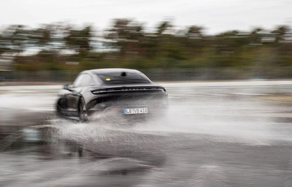 Porsche Taycan stabilește un record Guinness: cel mai lung derapaj controlat realizat de un model electric - Poza 26